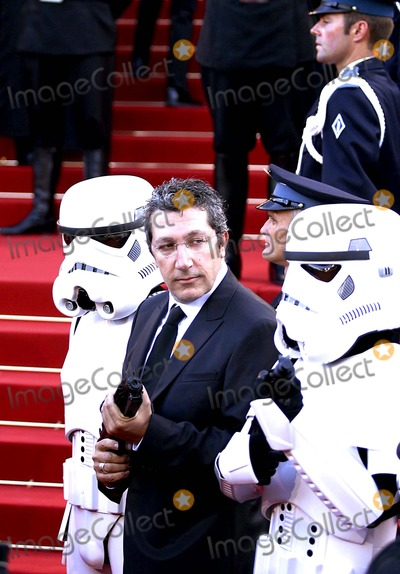 Alain Chabat Photo - Premiere of Star Wars - Episode Iii Revenge of the Sith Cannes Film Festival 2005 Cannes France 05-15-2005 Photo Fred Santos  Omedias  Globe Photos Inc 2005 Alain Chabat and Stormtroopers
