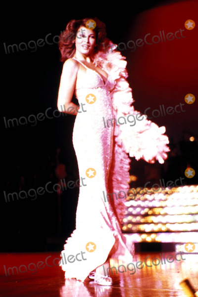 Raquel Welch Photo - Raquel Welch Las Vegas Nevada Photo Globe Photos Inc
