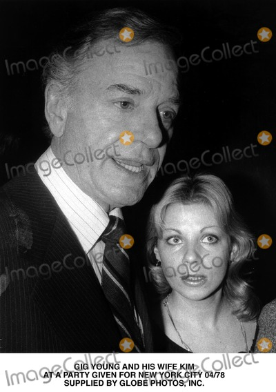 Gig Young Photo - Gig Young and His Wife Kim at a Party Given For New York City 0478 Supplied by Globe Photos Inc