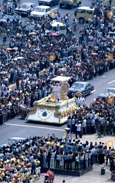 John Paul Photo - Pope John Paul Ii Photo Hubert Van Es  Globe Photos Inc 1981
