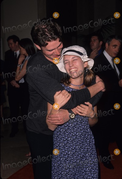 Amy Jo Johnson Photo - Amy Jo Johnson with Scott Foley Jamie Kellner Honored by Wb Networks 1999 K15309fb Photo by Fitzroy Barrett-Globe Photos Inc