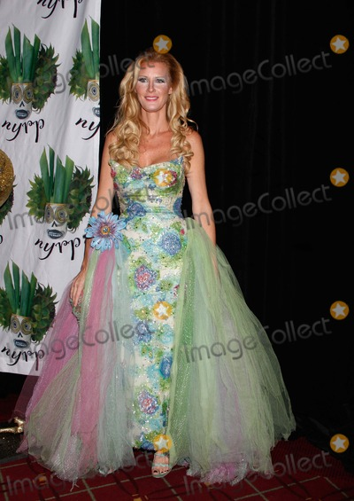 Bette Midler Photo - Sandra Lee Arrives For Bette Midlers Hulaween Gala at the Waldorf Astoria in New York on October 28 2011 Photo by Sharon NeetlesGlobe Photos Inc
