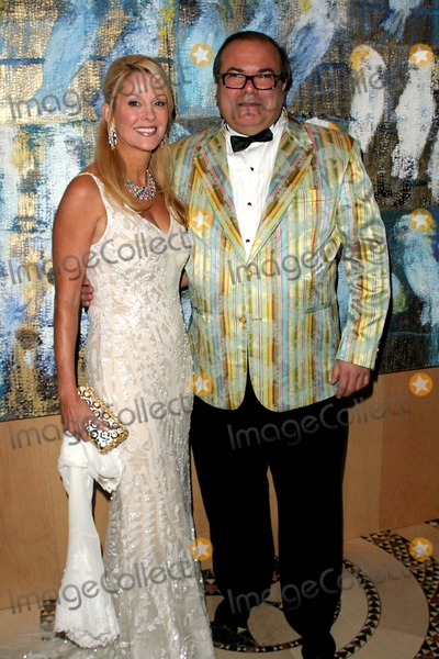 Hunt Slonem Photo - Annual Artrageous Gala and Art Auction to Benefit Edwin Gould Services For Children and Families Cipriani 42nd St-nyc-052307 Hunt Slonem and Debra Wasser Photo by John B Zissel-ipol-Globe Photos Inc 2007