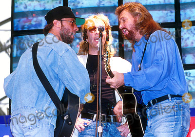 Bee Gees Photo - Bee Gees Concert 8091993 Photo Uppa Ipol Globe Photos Inc 1998 Bee Gees Maurice Barry and Robin Gibb Mauricegibbretro