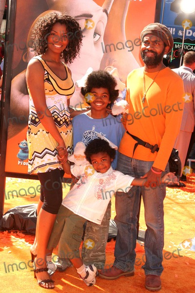 Andre Wiseman Photo - Dr Seuss Horton Hears a Who World Premiere Mann Village Theatre Westwood CA 030808 Vanessa a Williams with Husband Andre Wiseman and Sons Photo Clinton H Wallace-photomundo-Globe Photos Inc