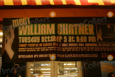 William Shatner Photo - William Shatner Autographing His New Cd -Has Been- at Tower Records in West Hollywood California - 10052004 - William Shatner