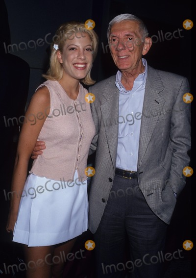 Aaron Spelling Photo - Tori Spelling with Father Aaron Spelling 1994 Photo by Lisa Rose-Globe Photos Inc