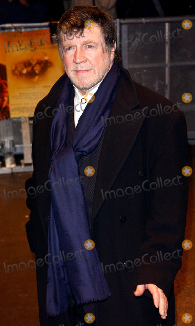 Alan Bates Photo - Paul Hennessyglobelink UkGlobe Photos Inc 2003 London Premier at Odeon West End For Evelyn K29670 Sd0317 Alan Bates
