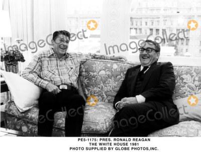 Ronald Reagan Photo - -1175 Pres Ronald Reagan the White House 1981 Photo Supplied by Globe Photosinc