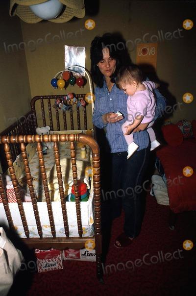 Linda Lovelace Photo - Linda Lovelace with Her Daughter Lindsey Photo by Michael NischkGlobe Photos Inc