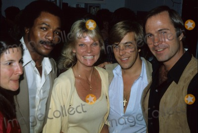 Carl Weathers Photo - Carl Weathers with Wife Cathy Lee Crosby Gil Gerard 1979 R2912b Supplied by Globe Photos Inc