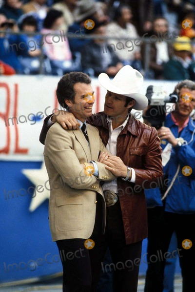 Roger Staubach Photo - 1981 Roger Staubach and Terry Bradshaw on Sidelines in Dallas Texas Photo by Globe Photos
