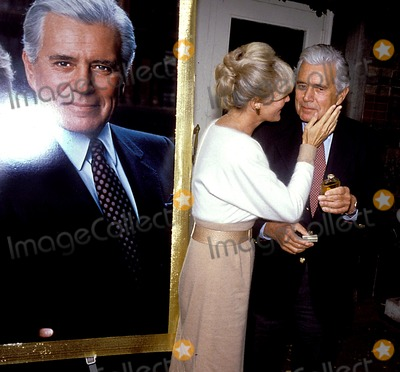 John Forsythe Photo - Linda Evans_john Forsythe Photo Byjohn BarrettGlobe Photosinc