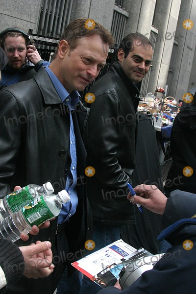 Gary Sinise Photo - the Season Finale Episode of Csi Miami For Spin Off Csi New York in New York City 482004 Photo Byjohn BarrettGlobe Photos Inc 2004 Gary Sinise