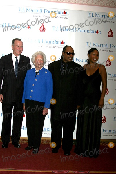 Aisha Morris Photo - the 29th Annual Tj Martell Foundation Award Gala Hilton Hotel New York City 05272004 Photo John Barrett  Globe Photos Inc 2004 George and Barbara Bush with Stevie Wonder and Aisha Morris