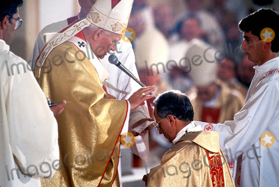 John Paul Photo - Pope John Paul Ii in Albania Photo M Bastone  Globe Photos Inc 1993