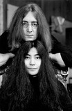 John Lennon,Yoko Ono Photos - Photo Tom Blau- Cp-Globe Photos Inc John Lennon Yoko Ono