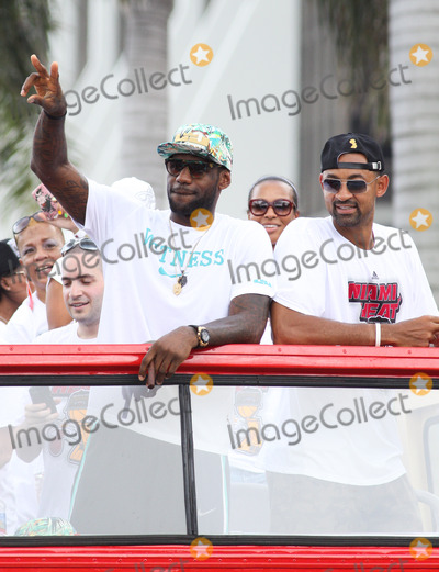 Juwan Howard Photo - MIAMI FL JUNE 24 Miami Heat 2013 Championship Celebration Parade down Biscayne Blvd to the American Airlines Arena on June 24 2013 in MiamiFlorida  (Photo by Luum PhotosImageCollectcom)
