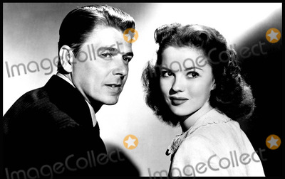 Ronald Reagan Photo - THAT HAGEN GIRL (1947)RONALD REAGAN SHIRLEY TEMPLEPETER GODFREY (DIR)001MOVIESTORE COLLECTION LTDCredit Moviestore Collectionface to face- Editorial use only -