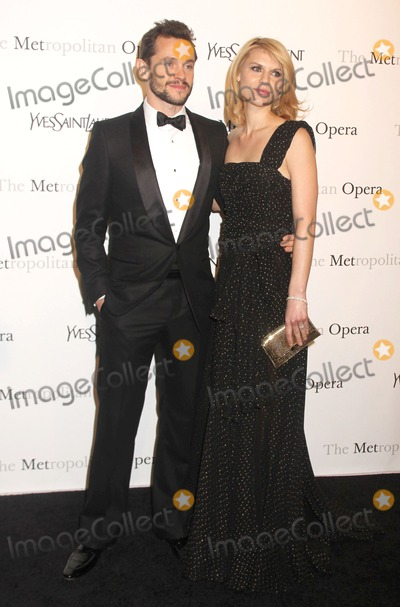 Alex Cole Photo - 23 March 2011 - New York NY - Hugh Dancy and Claire Danes Metropolitan Opera Gala Premiere Of Rossinis Le Comte Ory Sponsored By Yves Saint Laurent held atThe Metropolitan Opera House Photo Alex ColeAdMedia