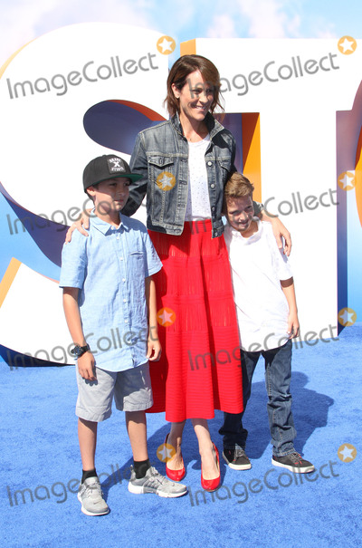 Annabeth Gish Photo - 17 September 2016 - Los Angeles California - Annabeth Gish with sons Enzo Edward Allen and Cash Alexander Allen Storks Los Angeles Premiere held at the Regency Village Theatre in Los Angeles Photo Credit AdMedia