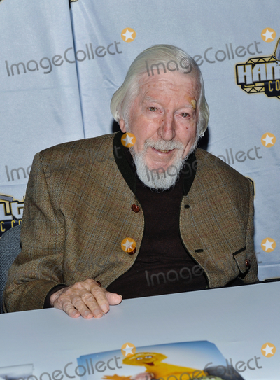 Big Bird Photo - 14 October 2018 - Hamilton Ontario Canada  Performer Caroll Spinney (best known for playing Big Bird and Oscar the Grouch on Sesame Street) at Hamilton Comic Con at the Hamilton Convention Centre by Carmens Photo Credit Brent PerniacAdMedia