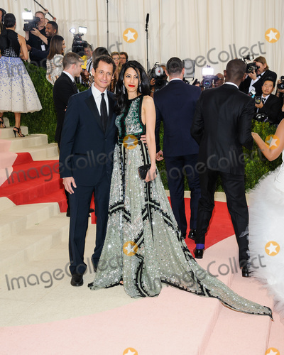Anthony Weiner Photo - 02 May 2016 - New York New York- Anthony Weiner Huma Abedin  Metropolitan Museum of Art Costume Institute Gala Manus x Machina Fashion in the Age of Technology Photo Credit Christopher SmithAdMedia