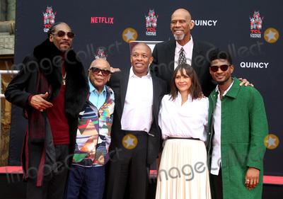Usher Photo - 27 November 2018 - Hollywood California - Snoop Lion Snoop Dogg Quincy Jones Dr Dre Kareem Abdul-Jabbar Rashida Jones Usher Quincy Jones Hand And Footprint Ceremony held at TCL Chinese Theatre IMAX Photo Credit Faye SadouAdMedia
