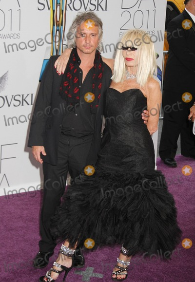 Alex Cole Photo - 06 June 2011 - New York NY - Designer Betsey Johnson (R) 2011 CFDA Fashion Awards held at Alice Tully Hall Lincoln Center Photo Credit Alex ColeAdMedia