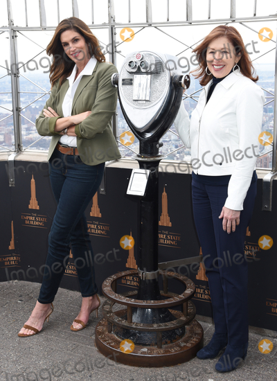 The Ceremonies Photo - 04 March 2020 - New York New York - Cindy Crawford and Lisa Gurwitch at the ceremonial lighting of the Empire State Building in celebrating International Womens Day and promoting the nonprofit Delivering Good Held in the Lobby and on the Observation Deck of the Empire State Building Photo Credit LJ FotosAdMedia