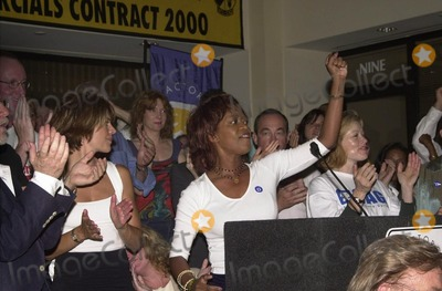 Alfre Woodard Photo -  Lisa Rinna Alfre Woodard and Francis Fisher at a meeting of SAG and AFTRA where members showed their support for the strike against the advertising industry SagAftra headquarters 06-13-00