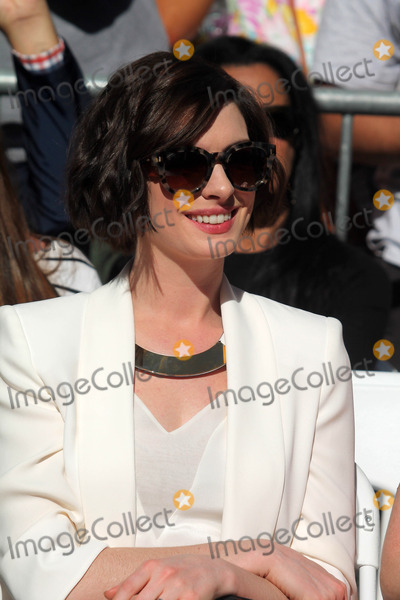 Anne Hathway Photo - Anne Hathwayat the Matthew McConaughey Star on the Hollywood Walk of Fame Hololywood CA 11-17-14