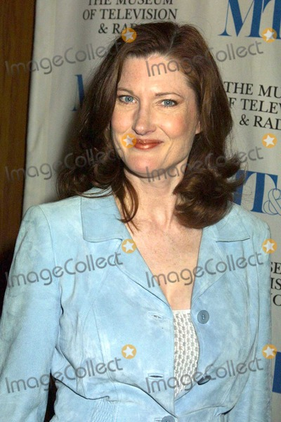Annette OToole Photo - Annette OToole at the 21st Annual William S Paley Television Festival featuring Smallville at the Directors Guild of America Los Angeles CA 03-15-04