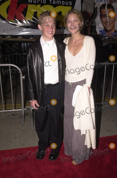 Kate Hudson Photo -  Wyatt Russell and Kate Hudson at the premiere of 20th Century Foxs ME MYSELF AND IRENE in Westwood 06-15-00