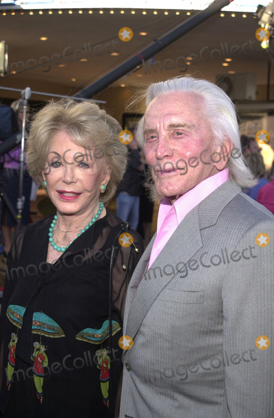 Anne Douglas Photo - Kirk and Anne Douglas at the premiere of Revolution Studios and Columbia Pictures Americas Sweethearts at Manns Village Theater Westwood 07-17-01