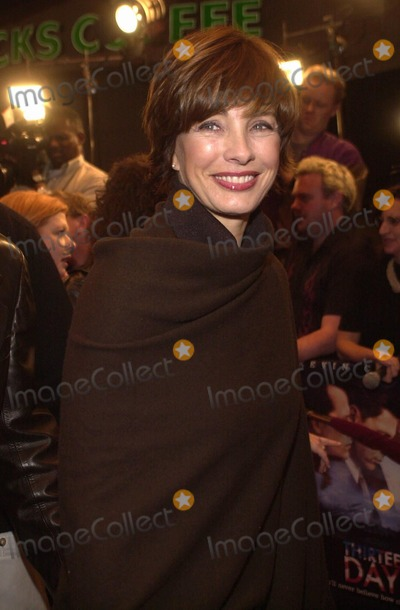 Anne Archer Photo -  Anne Archer at the premiere of New Line Cinemas 13 DAYS in Westwood 12-19-00
