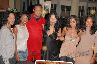 Jill Marie Jones Photo - Tracee Ellis Ross Jill Marie Jones Reggie Hayes Persia White Golden Brooks and CreatorProducer Mara Brock Akil at the celebration in honor of 100 Episodes of Girlfriends at Stage 23 Paramount Pictures Hollywood CA 10-06-04