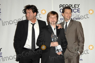 Angus T Jones Photo - Charlie Sheen with Jon Cryer and Angus T Jones in the press room at the 35th Annual Peoples Choice Awards Shrine Auditorium Los Angeles CA 01-07-09