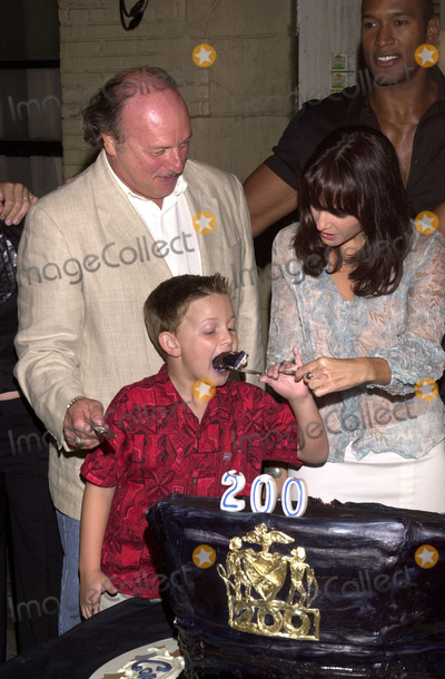 Austin Majors Photo - Dennis Franz Austin Majors and Jacqueline Obradors have fun with NYPD Blues 200th episode cake at the party honoring the 200th episode of NYPD BLUE 20th Century Fox Studios Cebtury City CA 09-07-02