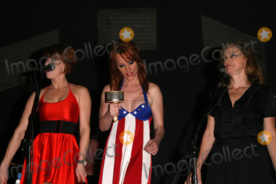 Jenny McShane Photo - Kim Mickey Enlow Jenny McShane and Perry Lister at the America Welcomes Harry The Dog and the Traveling Soul Circus concert featuring Gibson USA custom guitars Unknown Theater Hollywood CA 04-17-2009