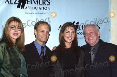 John Mahoney Photo -  Jane Leeves David Hyde Pierce Peri Gilpin and John Mahoney at A Night At Sardis benefitting Alzheimers Research Beverly Hills 03-01-00