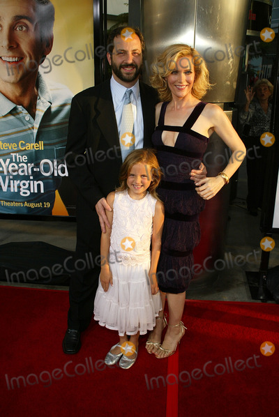 Kimberly Page Photo - Judd Aptow and Leslie Mann with their daughter MaudeKimberly Page at the World Premiere of the 40 Year-Old Virgin Arclight Hollywood Hollywood CA 08-11-05