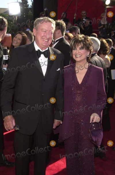 Suzanne Pleshette Photo - Tom Posten and Suzanne Pleshette at tghe 54th Annual Emmy Awards Shrine Auditorium Los Angeles CA 09-22-02