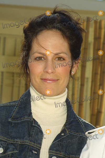 Annabeth Gish Photo - Annabeth Gish at Fashion Forward featuring the Burberry Prorsum SpringSummer 2004 Collection Presented by Lexus Private Residence Beverly Hills CA 11-22-03