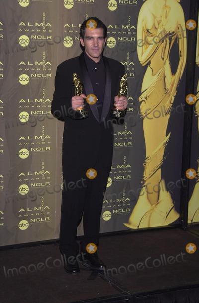 Antonio Banderas Photo -  Antonio Banderas at the 2000 Alma Awards in Pasadena 04-16-00