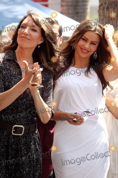 Katie Segal Photo - Katy Segal Sofia Vergaraat the Ed ONeill Hollywood Walk Of Fame Induction Ceremony Hollywood CA 08-30-11