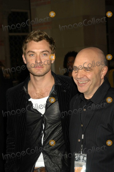 Anthony Minghella Photo - Jude Law and Anthony MinghellaJude Law and Anthony Minghella At a celebration of the words and music of Cold Mountain Royce Hall UCLA Los Angeles CA 12-08-03