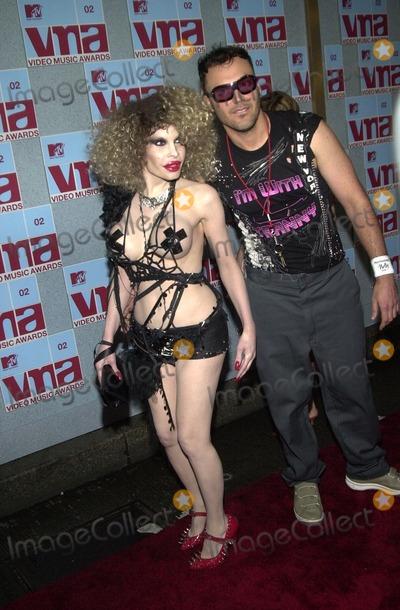 AMANDA LAPORE Photo - Amanda LaPore and David LaChapelle at the 2002 MTV Video Music Awards Radio City Music Hall New York City NY 08-29-02