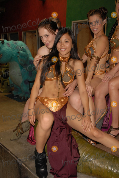 Shae Photo - Shae Strandefer Anna Kay Akana and Alicia Ardenat the Slave Leia day tour and photo shoot with Jabba the Hutt featuring members of LeiasMetalBikinicom and CelebrityCosplaycom Gentle Giant Studios Burbank CA 07-16-10