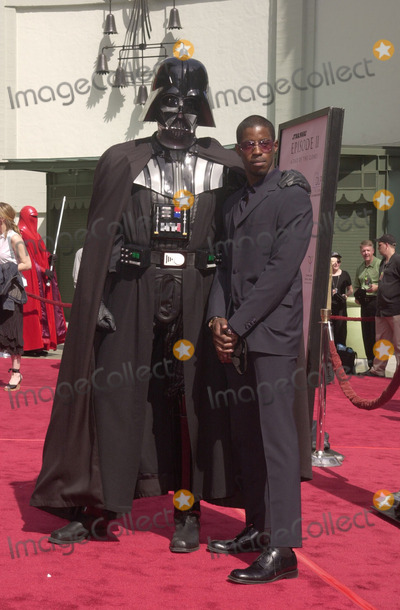 Ahmed Best Photo - Ahmed Best at the premiere of Stars Wars Episode II Attack of the Clones at the Chinese Theater Hollywood 05-12-02